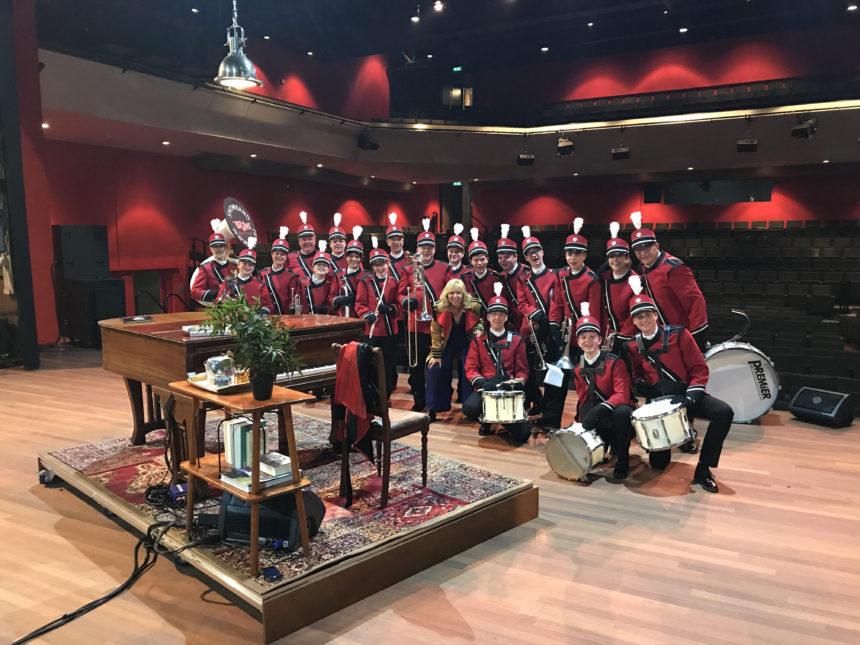 Show- & Marchingband ViJoS treedt op met Claudia de Breij