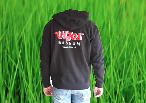 Hooded sweater met ViJoS-logo op de rug